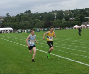 Alan Mollins just takes the 800m